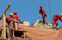 Renovare acoperisuri Daca acoperisul tau are nevoie de o noua invelitoare EXPO TEST CONSTRUCT te vor ajuta.Acorda gratuit consiliere pentru alegerea celei mai potrivite solutii de invelitoare.