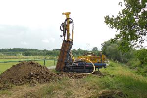 Foraje pentru pompe de caldura Firma GEOSOL ENERGY RESEARCH va pune la dispozitie servicii de foraje profesionale pentru pompe de caldura, cu acoperire nationala indiferent de zona si de geologie.