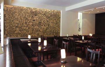Faianta pictata pentru amenajarea restaurantelor si cafenelelor Cameleonia ofera solutii decorative pentru a crea o atmosfera unica intr-o cafenea sau intr-un restaurant.Cu cat decorul este mai mare, cu atat este mai impunator.