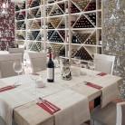 Decor alb-rosu motiv struguri, vin - Decoruri artistice din faianta pictata pentru living ARTELUX