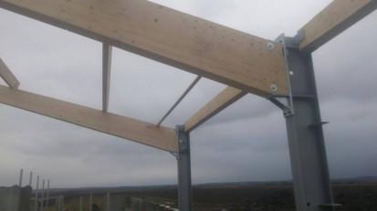 Hala industriala din cadre mixte: stalpi IPE 240 si grinzi din lemn incleiat GLULAM 16x44 cm / Hala industriala din cadre mixte: stalpi IPE 240 si grinzi din lemn incleiat GLULAM 16x44 cm