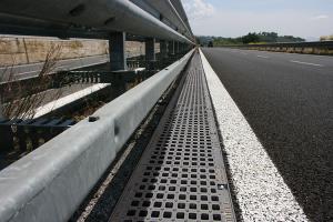 Rigole trafic greu GIMANI&MUFLE va pune la dispozitie doua rigole FUNNEL si WING, acestea au un sistem de inalta performanta de colectare, transport si evacuare ale apelor de suprafata.