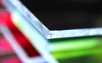 Sticla laminata Sticla laminata (antiefractie sau de siguranta) combina cel putin doua foi de sticla intr-una, prin lipire cu ajutorul unei folii transparente sau mate de Polyvinyl Butyral sau Ethylene-Vinyl Acetate.