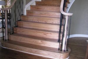 Proiectare, montaj si  reconditionat trepte si balustrii din lemn masiv Maia Unique SRL va pune la dispozitie si un pachet integrat de servicii profesionale pentru proiectare, montare sau reconditionare.