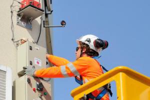 Servicii de instrumentare si monitorizare seismica Monitorizarea vibratiilor in ingineria civila este un subiect care acopera o gama larga de aplicatii, inclusiv toate posibilele surse de vibratii care pot afecta o structura sau un santier de constructii.