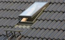 Luminatoare de mansarda Luminatoarele de mansarda Fakro asigura accesul usor si sigur pe acoperis pentru eventuale lucrari de intretinere.