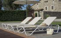 Mobilier pentru plaja si piscina Chairry ofera clientilor piese de mobilier si accesorii rezistente, confortabile, dar si usor de intretinut.