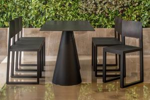 Mobilier pentru bar, fast-food TREND FURNITURE au creat scaune din policarbonat, polipropilena si tehnopolimer pentru cofetarii si spatii fast food.