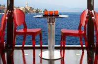 Scaune din plastic, policarbonat TREND FURNITURE va ofera o gama variata de scaune din materiale foarte rezistente la trafic intens pentru amenajarea spatiilor interioare si exterioare.