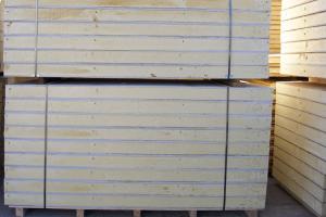 Panouri termoizolante pentru pereti din spuma poliuretanica Panourile termoizolante Glupan sunt prefabricate structurale alcatuite din fete de OSB3, Widiwall (gips armat cu fibre de celuloza) sau lambriu, la exterior si spuma poliuretanica rigida, la interior.