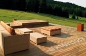Pardoseala din lemn pentru exterior (deck) sub forma de lamele sau placi patrate exterpark va ofera o gama de decking, aceasta se preteaza mediului extern, putandu-se instala pe o gama larga de suporturi: ciment, iarba (pamant), pietris, profile metalice, lemn, PVC etc.