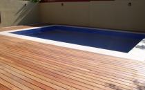 Montaj pardoseli pentru terase si piscine, tip decking Echipele VLADI CONCEPT sunt specializate in proiectarea si montarea de pardoseli pentru terase si piscine tip decking.