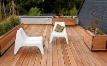 Pardoseli exterioare din lemn pentru terase, trotuare, piscine dlh va pune la dispozitie o gama variata de deck din stejar Siberian, alte esente europene dar si compozit.