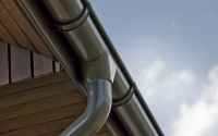 Sisteme complete de jgheaburi si burlane din otel Sistemele pluviale INGURI® sunt sisteme complete de jgheaburi fabricate cu pelicula metalica Aluzinc. Elementele sistemului sunt proiectate intr-un mod care permite usurinta si rapiditatea de montare a sistemului.