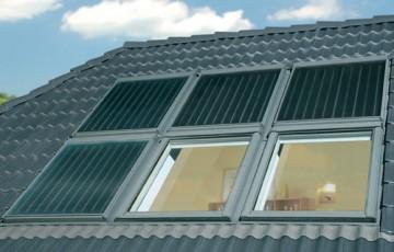Panouri solare, sisteme pentru apa calda Panourile solare Fakro acopera pana la 70% din necesarul de energie termica utilizata pentru asigurarea apei calde menajere. Panourile solare pot fi incastrate in planul acoperisului.