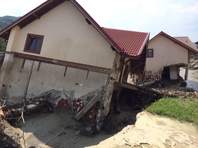 Alunecare de teren în Olanesti - VREI O CASĂ - cum comunici cu STATUL