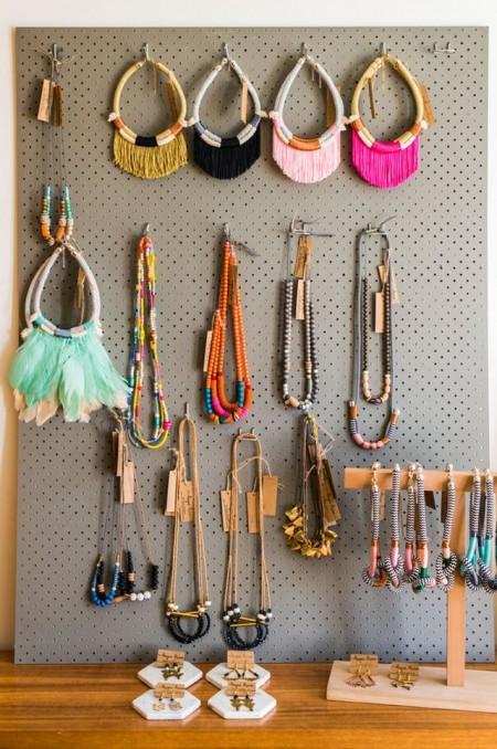 Unde sa-ti asezi accesoriile atunci cand ai ramas fara spatiu? - Unde să-ți așezi accesoriile atunci când ai rămas fără spațiu?