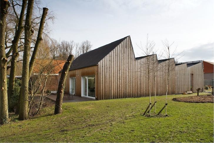 Casa pasiva foloseste energia soarelui ce strabate prin acoperisul in zig-zag - Casa pasiva
