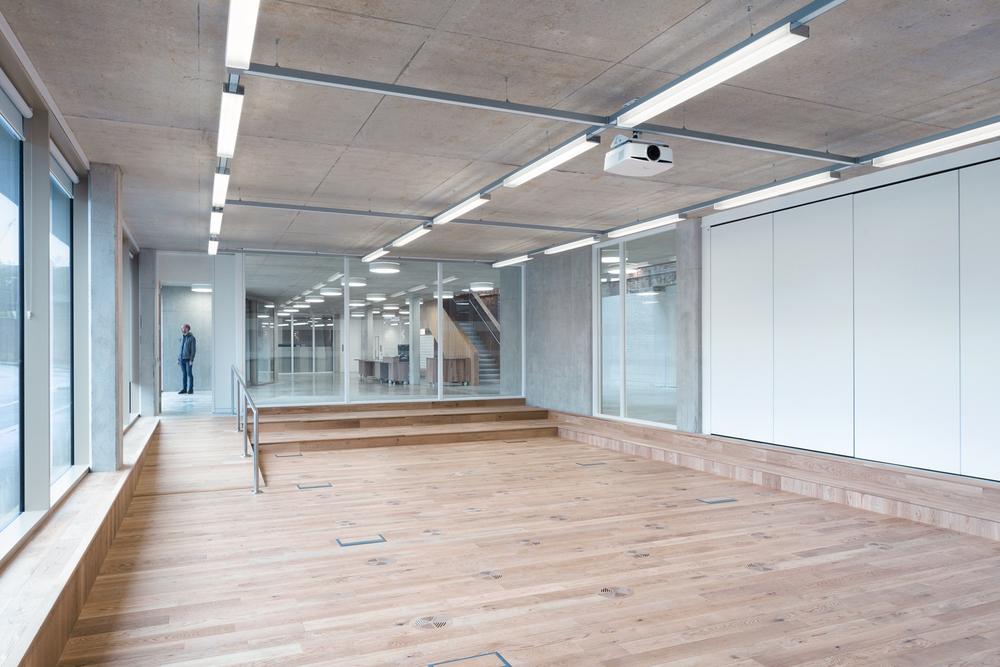 Constructia unei vechi fabrici este acum sediu de birouri for The foundry architecture 00