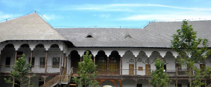 Hanul lui Manuc restaurare cu lemn si piatra naturala - Hanul lui Manuc restaurare cu lemn