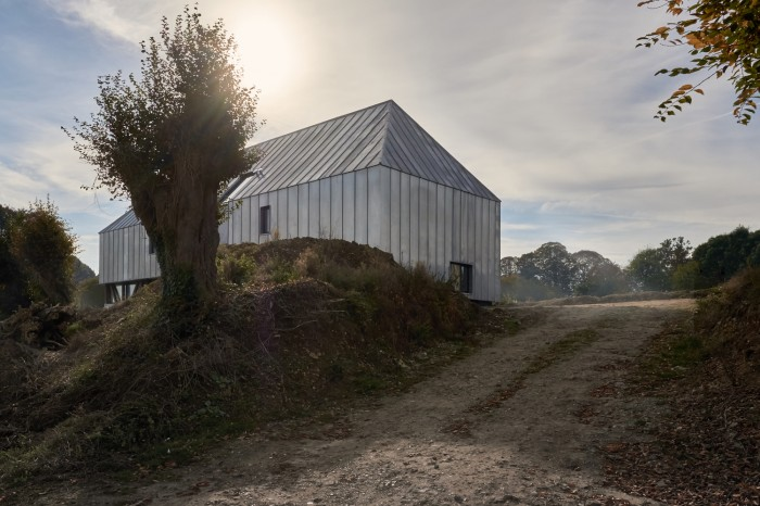 Cum s-a transformat un vechi hambar intr-o casa moderna si spa - Cum s-a transformat un vechi hambar intr-o casa moderna si spa