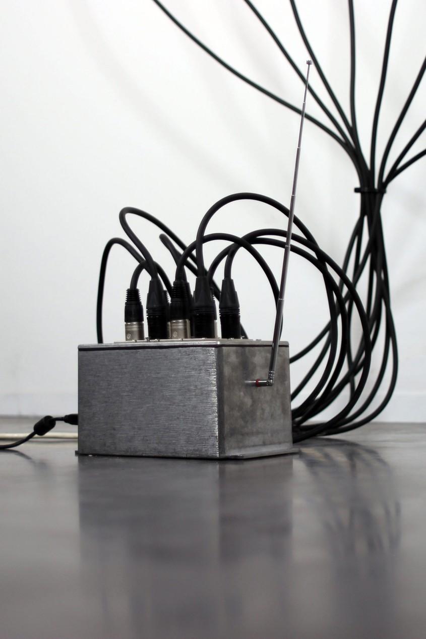 Un model de tapet cu vopsea termocrom care își schimbă culoarea la semnalele Wi-fi - Un