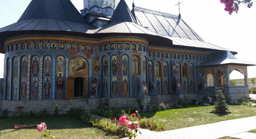 Pridvorul inchis - Lucrarile Expo Test Construct continua la Manastirea Alexandru Vlahuta din judetul Vaslui