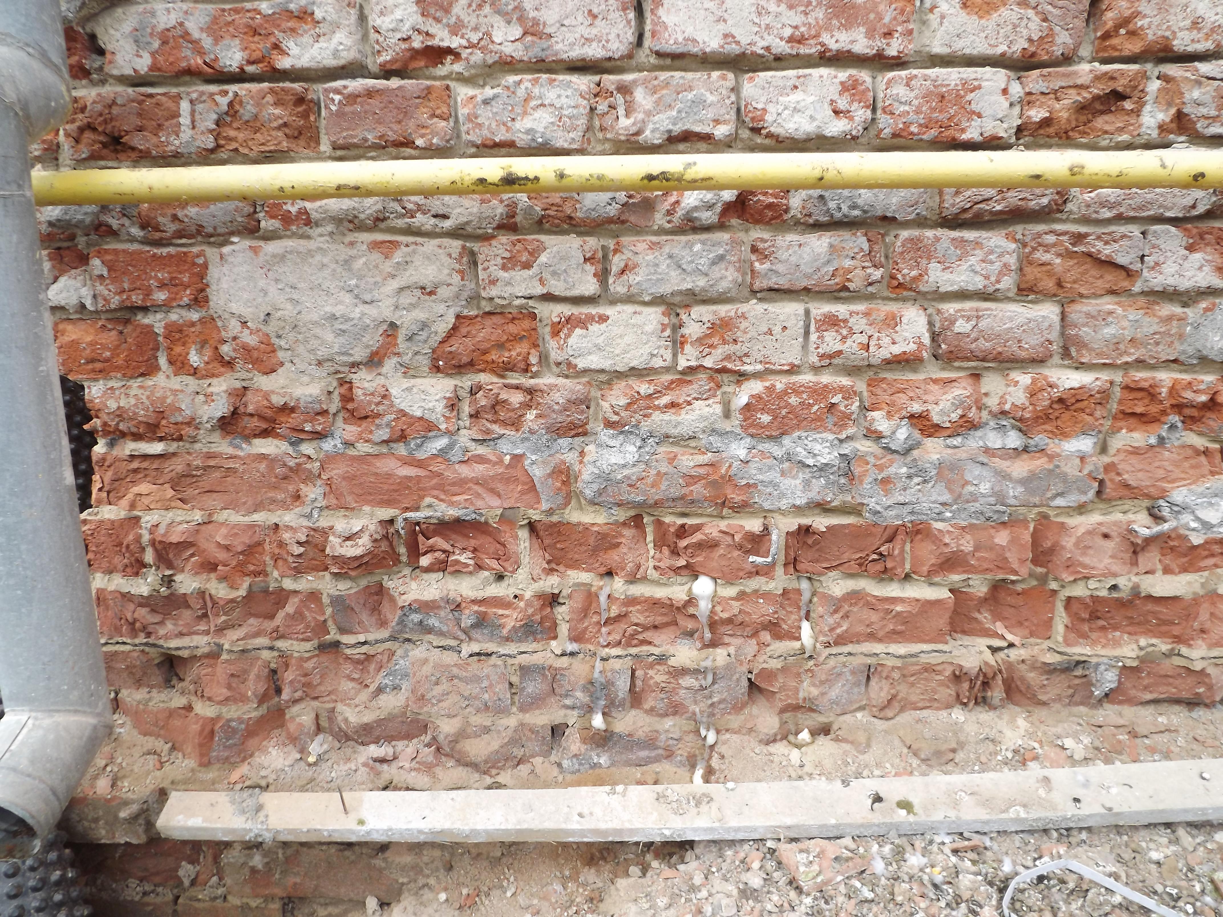 Sfarsitul injectarii - Stoparea igrasiei in peretii de caramida la un imobil in Deleni, Sibiu
