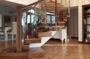 Balustrada cu sticla pe curb si montanti din lemn si inox - Balustrade