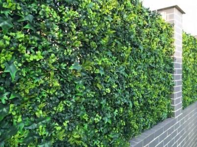 Detaliu - gard verde artificial - Proiecte realizate cu produse GREEN LEAVES