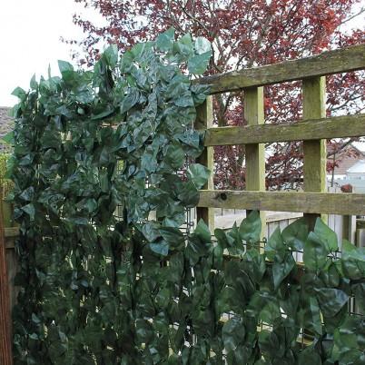 Gard verde artificial vazut de aproape - Proiecte realizate cu produse GREEN LEAVES