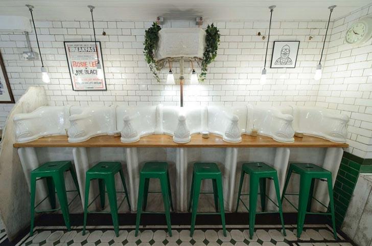 Magazin de cafea intr-o veche toaleta publica din sec al XIX-lea - Magazin de cafea intr-o