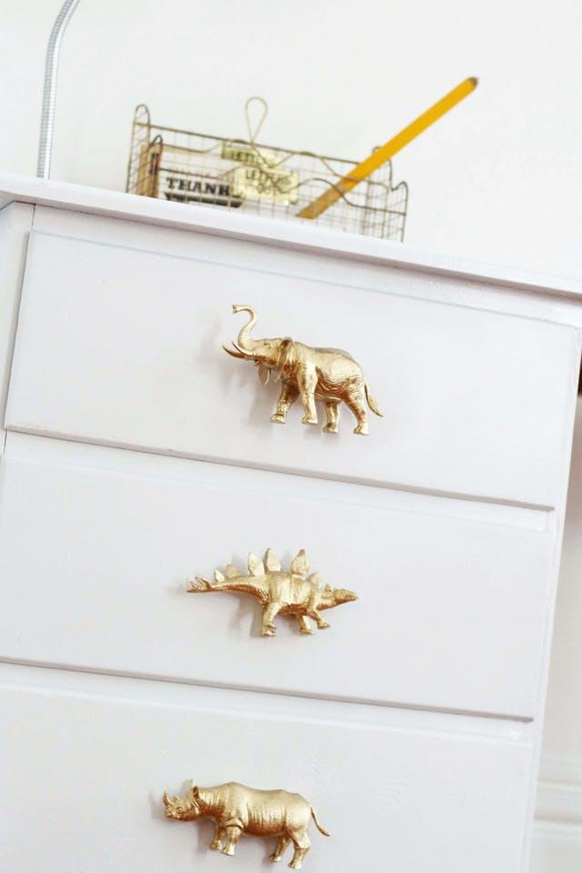 Cum să faci mânere pentru sertare din aproape orice - Cum să faci mânere pentru sertare