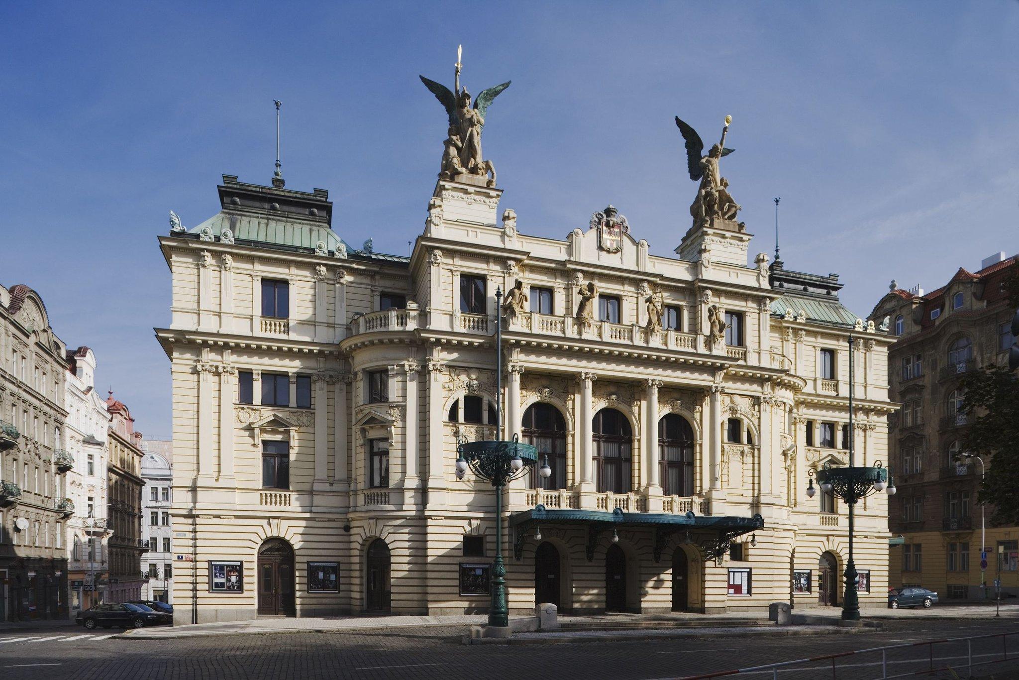 Teatrul Vinohrady - O călătorie arhitecturală prin Praga, orașul celor 100 de clopotnițe - partea a II-a