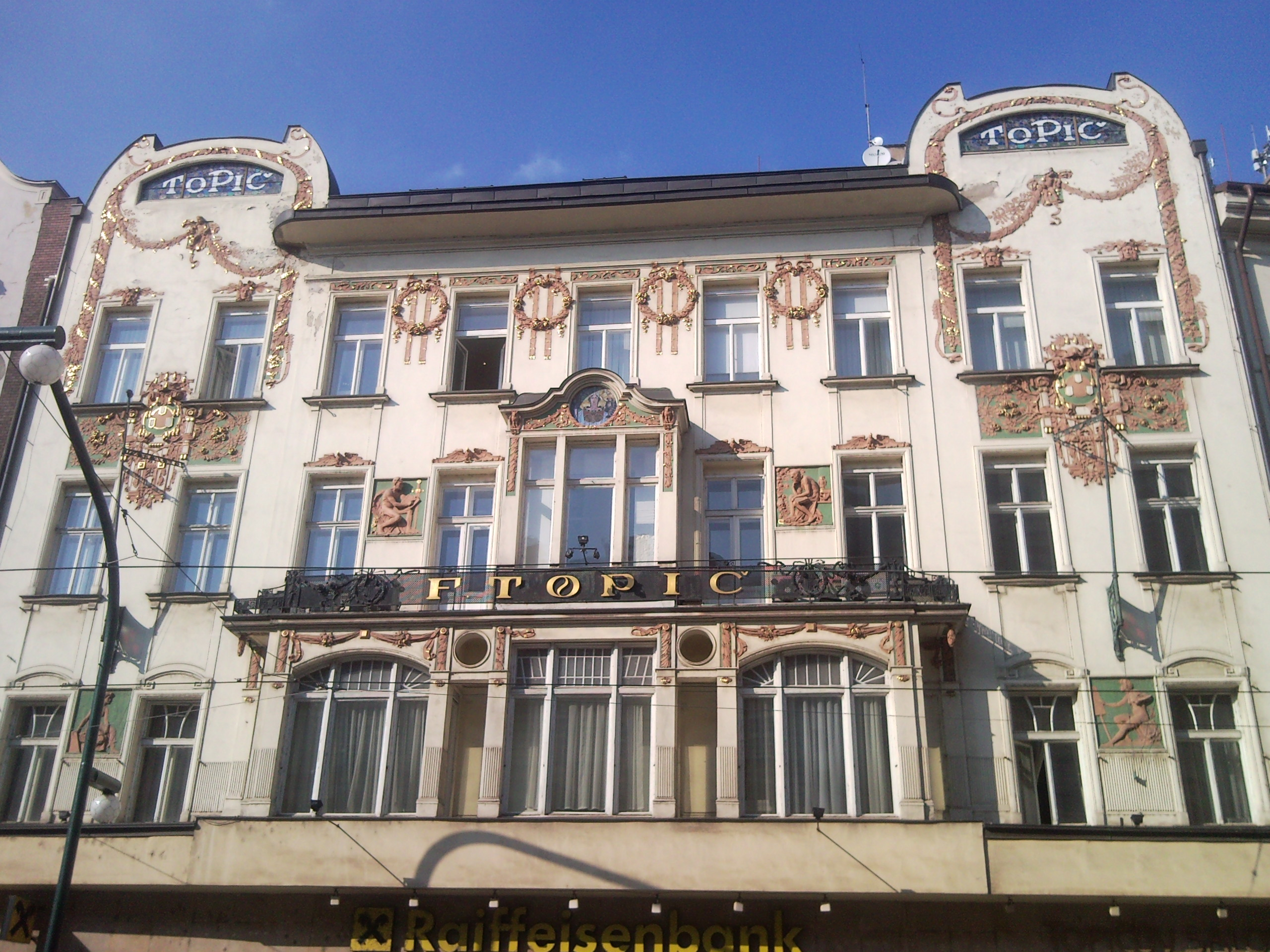 Casa Topic - O călătorie arhitecturală prin Praga, orașul celor 100 de clopotnițe - partea a II-a