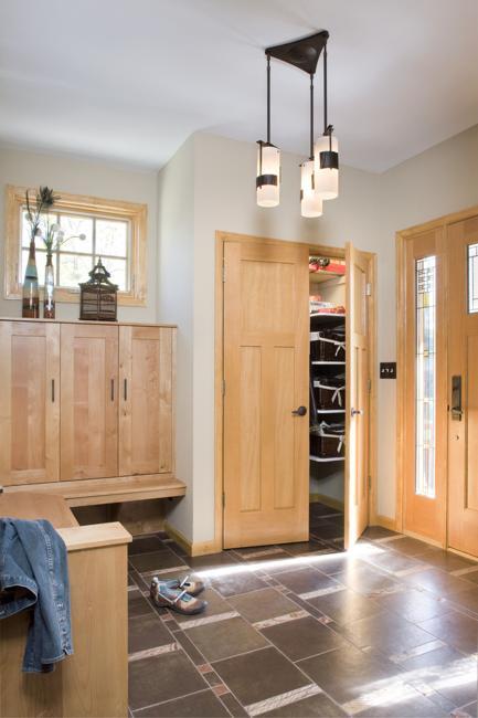 Mobilier din lemn de arin - Mobilierul din lemn masiv - nu doar clasic ci și