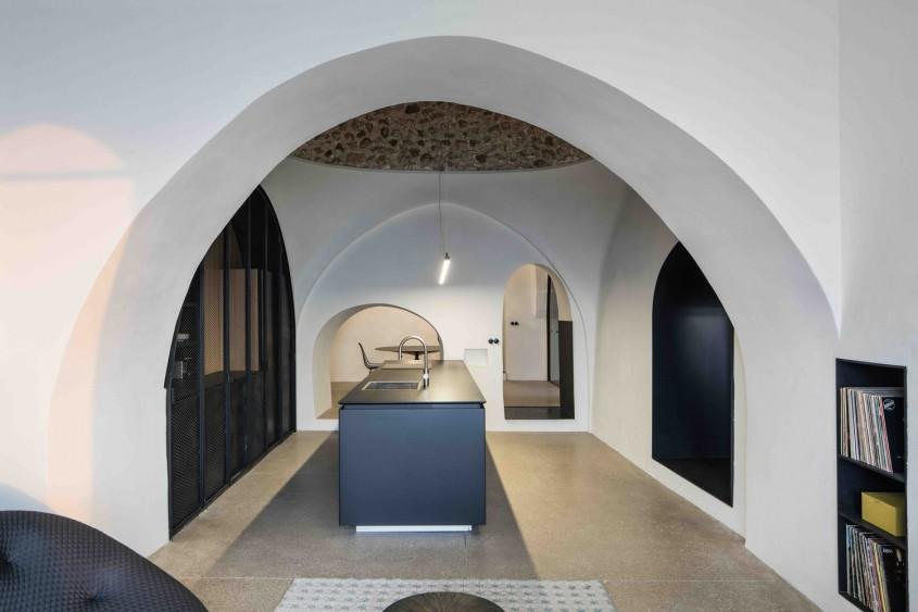 O locuință veche de secole este acum un spațiu modern - O locuință veche de secole