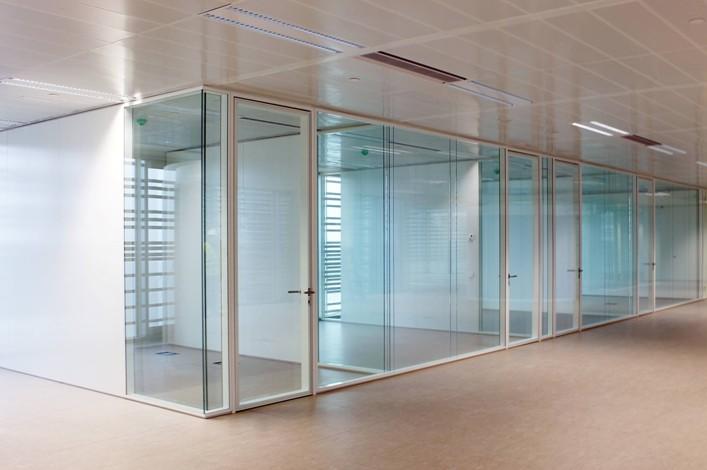 Pereti despartitori cu colturi de 90% curbate – sistem PRIMACY cu doua foi de sticla de