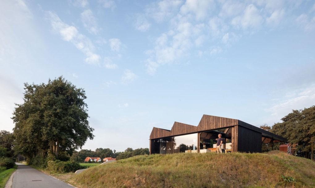 Vila Schoorl se integrează cu brio într-un peisaj de luncă - Vila Schoorl se integrează cu brio într-un peisaj de luncă