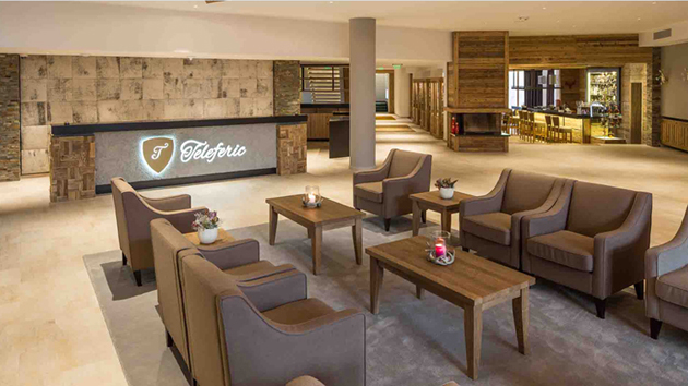 Grand Lobby Caffe - Hotel Teleferic din Poiana Brasov - culoare, lemn, traditie