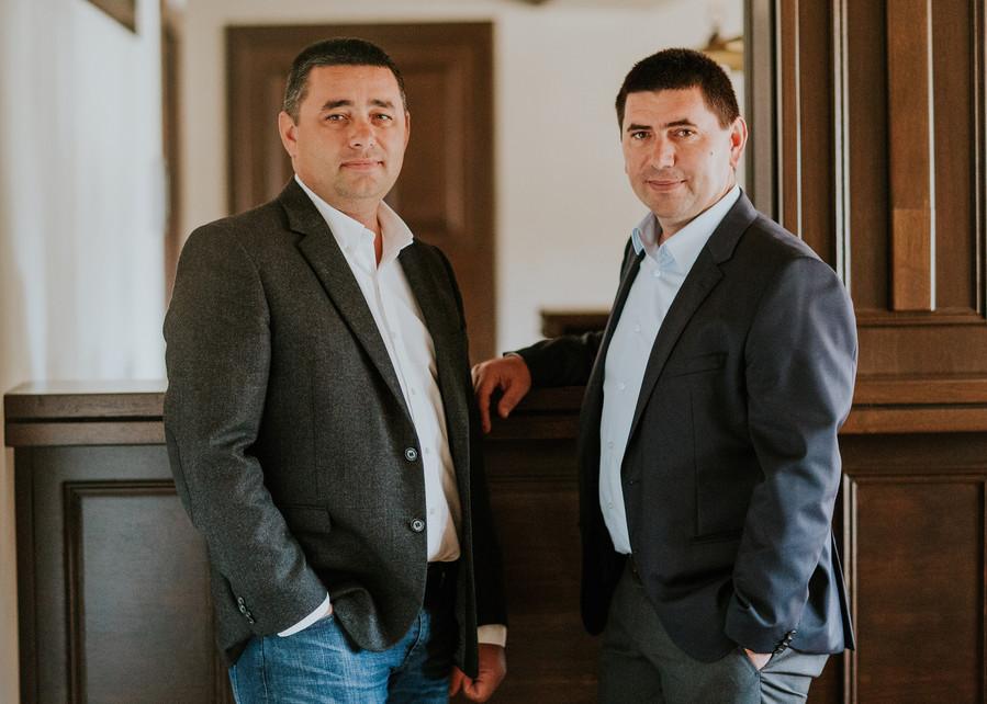 Emil si Vasile Gota - Elis Pavaje a depășit provocările anului 2017 și a închis pe plus