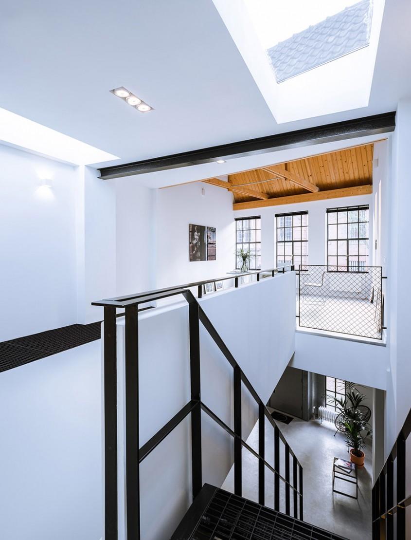 loft-sixty-four-eva-renovation-netherlands-sebastian-van-damme-maes-development_dezeen_936_4 - Un atelier din sec. al XIX-lea devine o casa luminoasa si confortabila