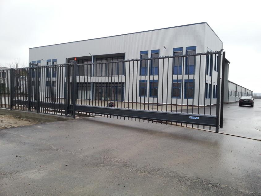 Poarta culisanta autoportanta in consola model DELTA HERACLES instalata la Oradea - Poarta culisanta autoportanta in