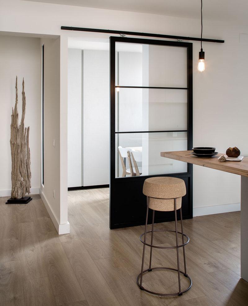 """Uși glisante de """"hambar"""" în spații moderne - Uși glisante de """"hambar"""" în spații moderne"""