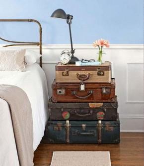 Valize in loc de noptiera - Cu ce poți înlocui o noptieră? Idei pentru un dormitor deosebit