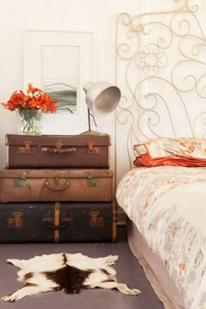 dekor-chemodana-5 - Cu ce poți înlocui o noptieră? Idei pentru un dormitor deosebit