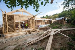 Santier - structura de lemn si umplutura din baloti de paie - Castigatorul Romanian Building Awards 2016 a dovedit cum valoarea spatiului construit trece de constructie