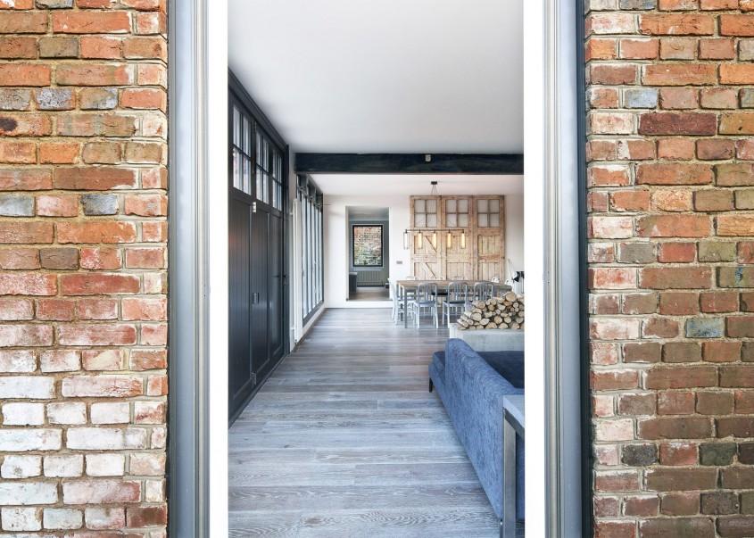 O casa confortabila intr-un vechi garaj de ambulante - O casa confortabila intr-un vechi garaj de