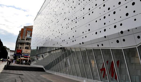 Reabillitare, reconfigurare a centrului comercial Mercur - Premiile Bienalei Nationale de Arhitectura editia a-12-a, 2016