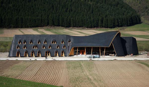 Centru de vizitare Parcul National Piatra Craiului Zarnesti - Premiile Bienalei Nationale de Arhitectura editia a-12-a